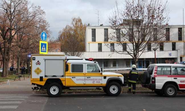Hatszáz gyereket mentettek ki Pécsen egy iskolából