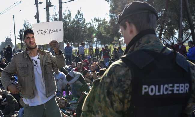 Migránsok tiltakoznak a görög-macedón határon