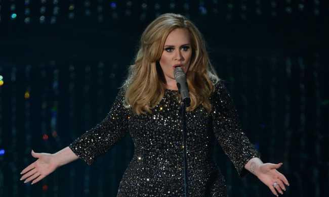 Nem vették észre a hasonmások, hogy az igazi Adele is köztük van