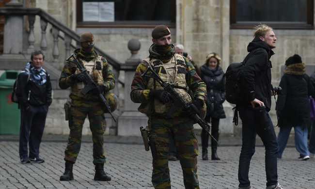 Feszült várakozás a brüsszeli terrorriadó közben