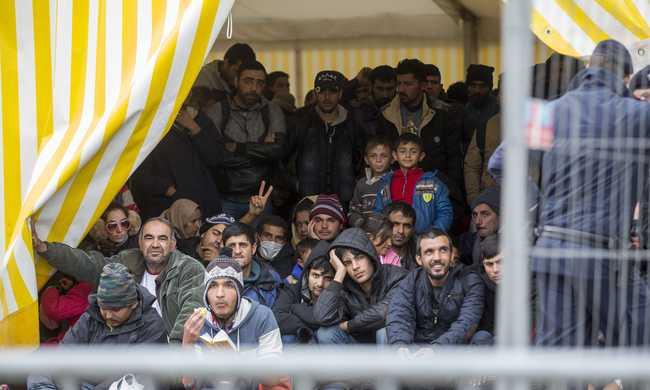 Egyre inkább Ausztriában maradnának a migránsok