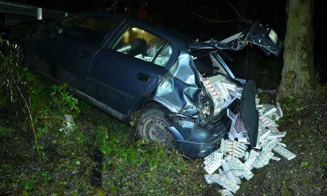 Menekülés közben összetörte a kocsiját