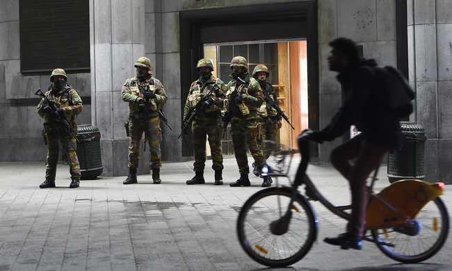 Turistacsalogató telefonokkal oszlatnák el a félelmeket Brüsszelben