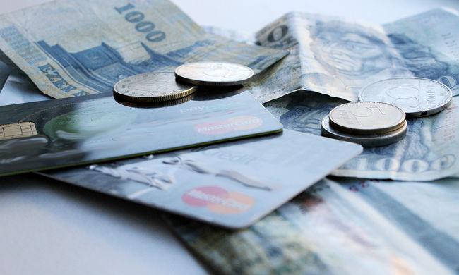 Így fizethet ezentúl bankkártyával a futárnál is
