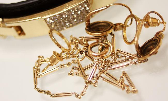 Aranyat lopott, ragasztószalaggal kötözte meg a dolgozókat