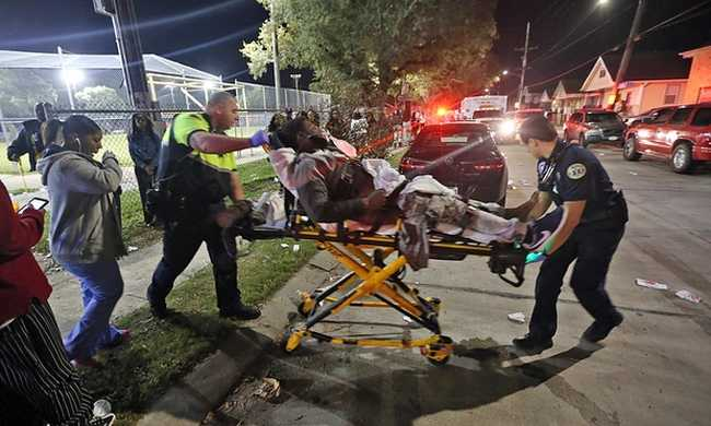 Lövöldöztek a parkban, tizenhatan megsérültek
