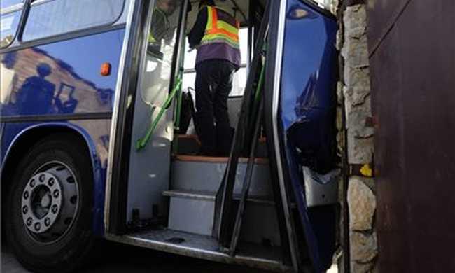 Nyolc kocsit tört össze a BKV-busz Békásmegyeren