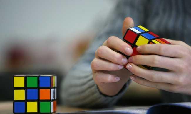 Öt másodperc alatt rakja ki a Rubik-kockát