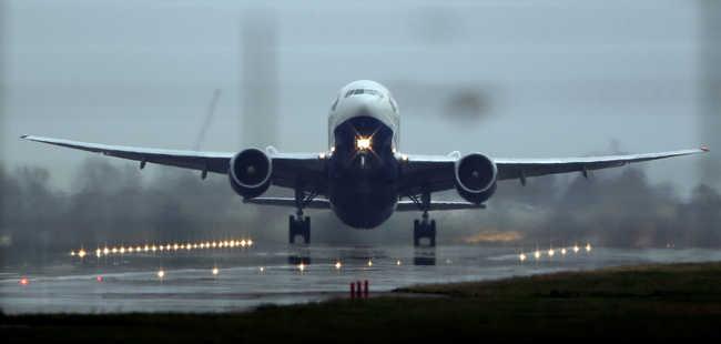 Lézerrel égették meg egy pilóta szemét leszállás közben