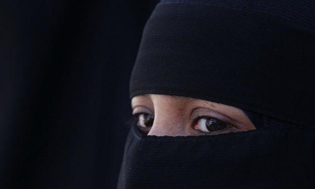 Lelőttek három burkát viselő nőt a rendőrök