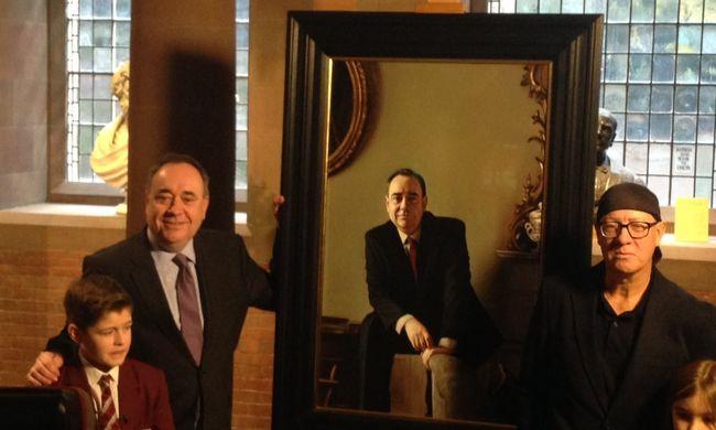 A volt miniszterelnök portrét leplez le magáról a szíriai támadások vitája helyett