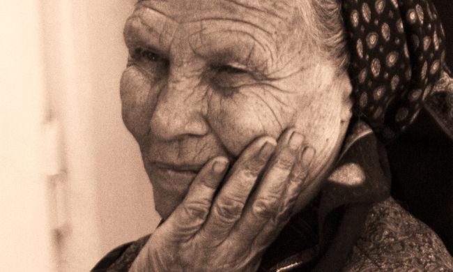 11 tagú bűnbanda fosztogatta az idős embereket