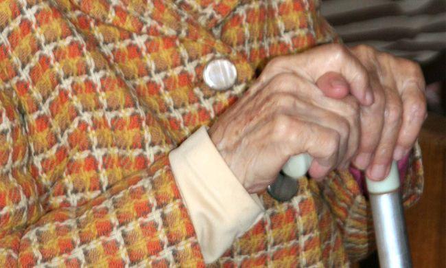 Újra idős embereket vertek át házaló csalók