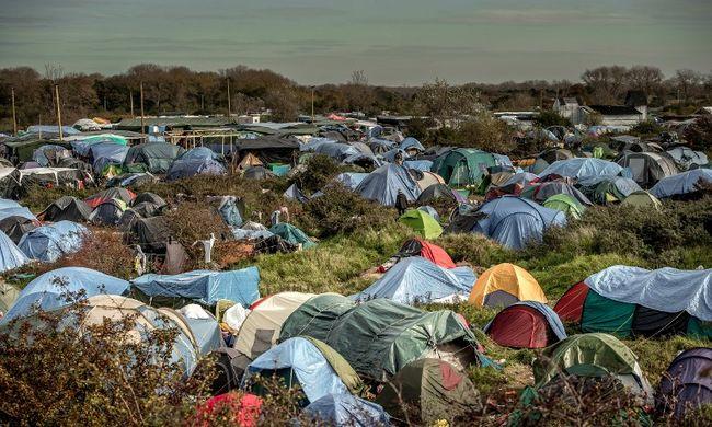 """""""Párizs nem bírja egyedül tovább"""" - felszámoltak egy menekülttábort"""
