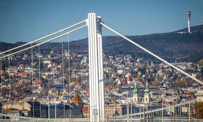 Az Erzsébet hídról ugrott le az ausztrál fiatal