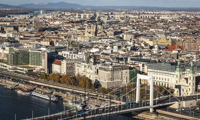 Dráma az Erzsébet hídnál: a rendőrök szeme láttára süllyedt el egy nő