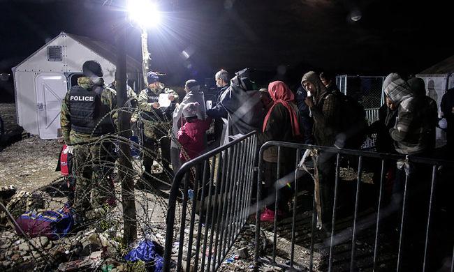 Osztrák külügyminiszter: a migránsokat a görög-macedón határon kell megállítani