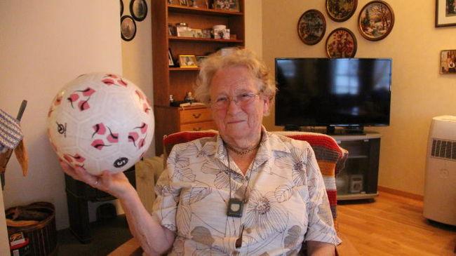Ezret is dekázott a 90 éves dédnagymama - videó