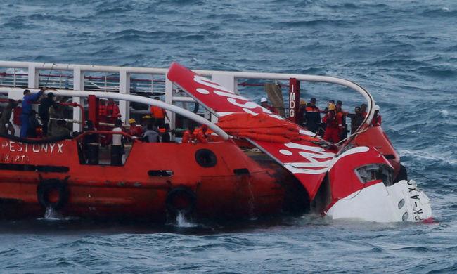 Rossz alkatrész és a hibázó személyzet miatt zuhant le a repülő