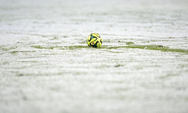 Bokáig érő hóban játszottak vicces meccset - videó