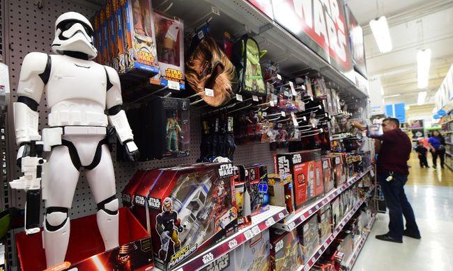 Karácsonyi vásárlási roham: átlagosan 200 forinttal vernek át a pénztárnál