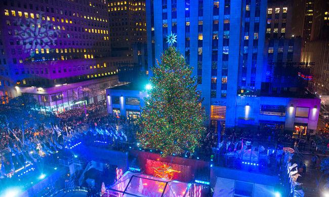 Kigyulladtak a fények a Rockefeller Center karácsonyfáján
