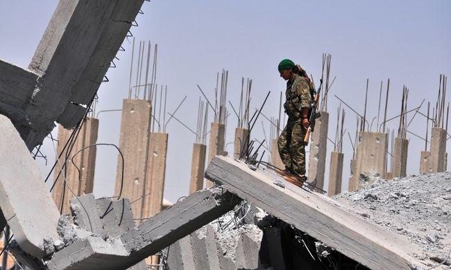 NYT: Az Egyesült Államok szaúdi pénzből fegyverzi fel a szíriai lázadókat