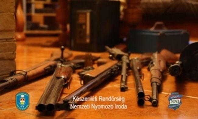 Fegyverarzenált találtak egy nagykátai férfi lakásában