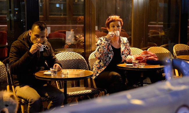 Újranyitott a párizsi merényletekben megtámadott bár