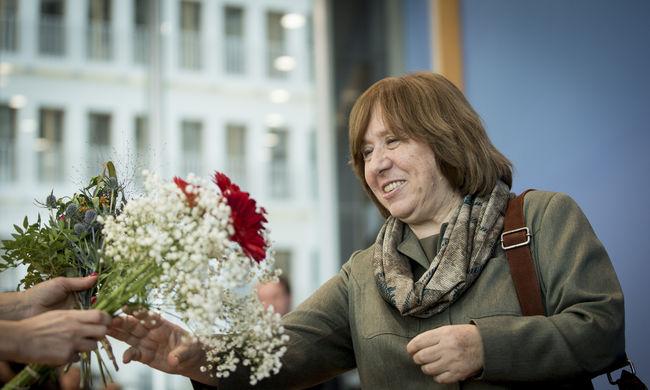 Nem láthatják saját írójuk ünneplését a fehéroroszok