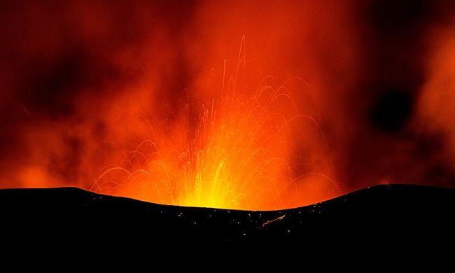 Óriási robbanás kísérte a lávafolyamot: kitört az Etna, sok a sérült - videó