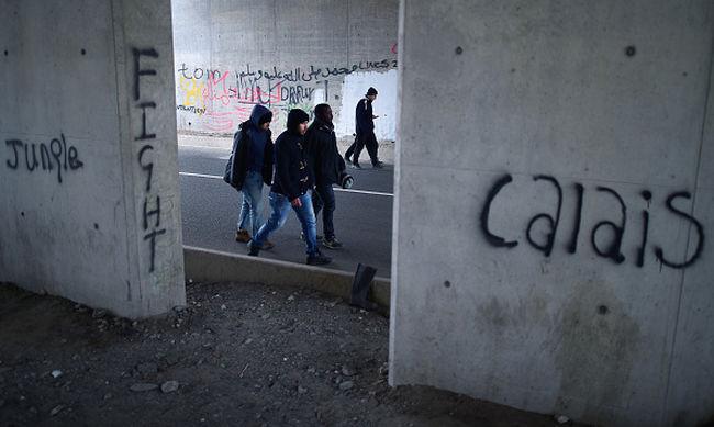 Halálra gázoltak egy migránst a calais-i autópályán