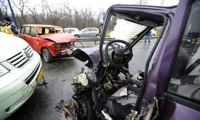 A súlyos baleset után újraindult a forgalom a Ferihegyi repülőtérre vezető úton