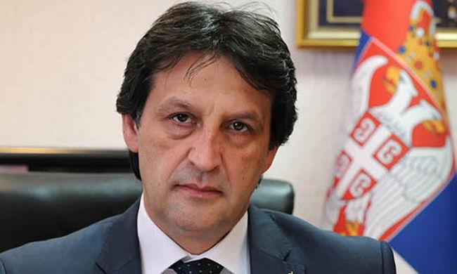 Szexista megjegyzés miatt menesztik a szerb védelmi minisztert