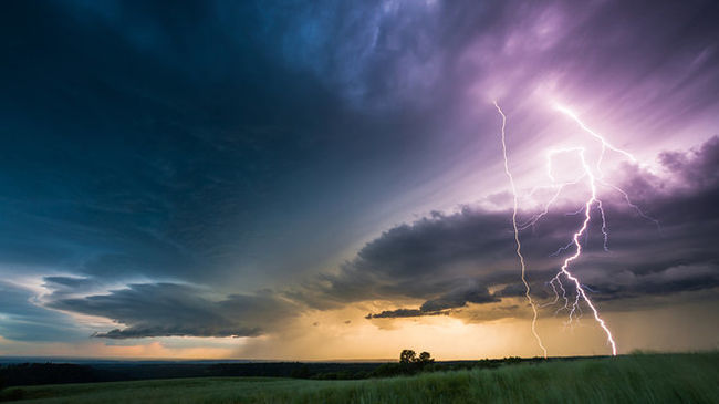 Lenyűgöző videó: így alakulnak át a felhők