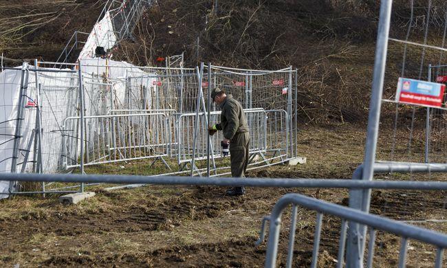 Átbújtak a kerítés alatt - van, aki felfüggesztett börtönt kapott