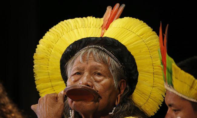 Nem akarunk csendben meghalni - mondták az amerikai őslakosok Párizsban