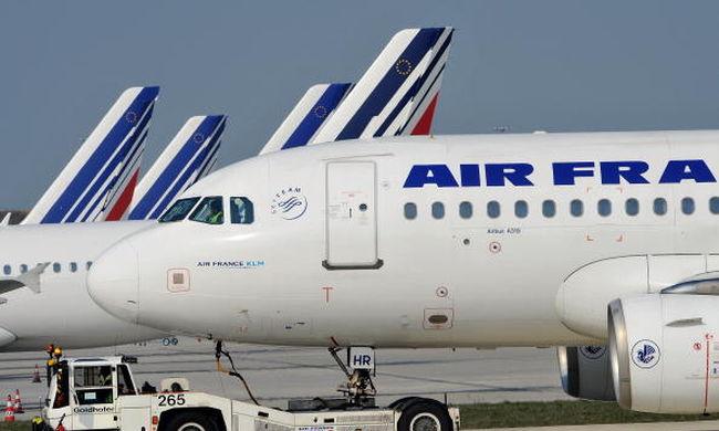 Bombafenyegetés miatt szállt le egy Párizsba tartó gép