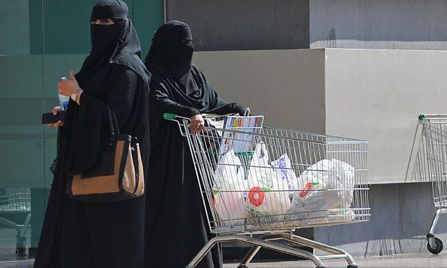 Ma szavazhattak először a szaúd-arábiai nők