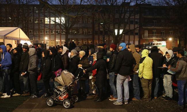 Migránsok százait küldték vissza Törökországba