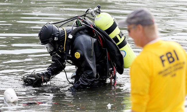 San Bernardinó-i lövöldözés - rendőr búvárok kutatnak át egy tavat