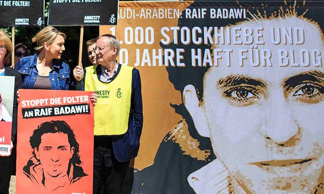 Éhségsztrájkba kezdett a blogger