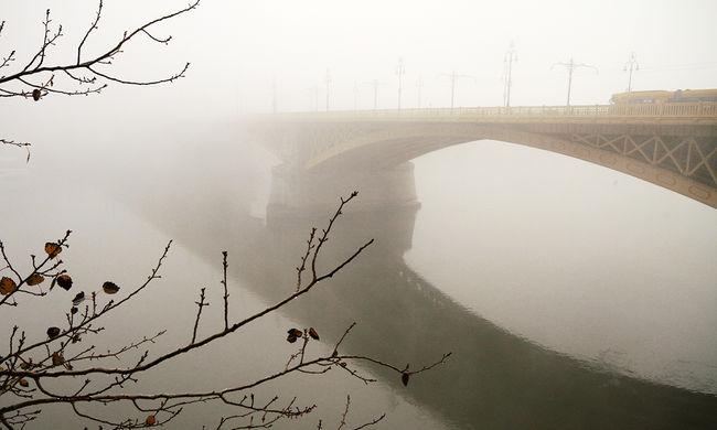 Veszély az utakon: marad a köd és a rossz látási viszonyok
