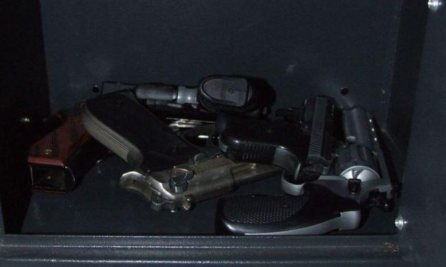 Kábítószert és egy sok fegyvert találtak Nógrádban