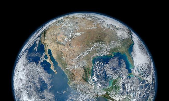 Aszteroidákon érkezett a víz a Földre és a Holdra