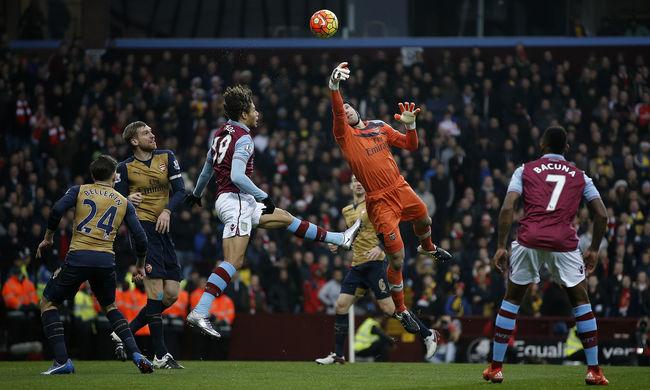 Simán nyert és már első az Arsenal
