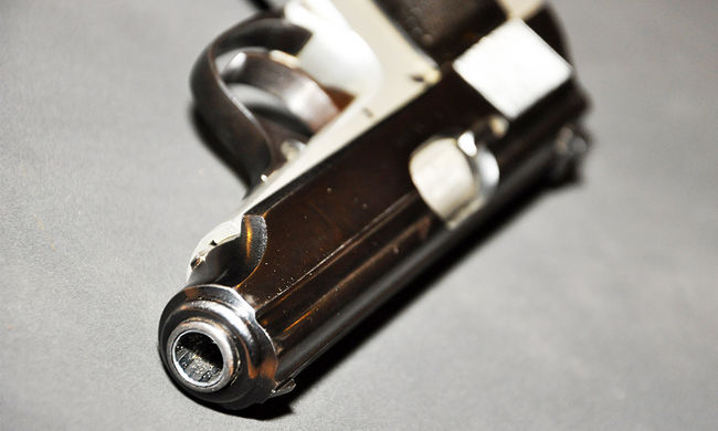 Meghalt egy ötéves kislány, mert pisztollyal játszott