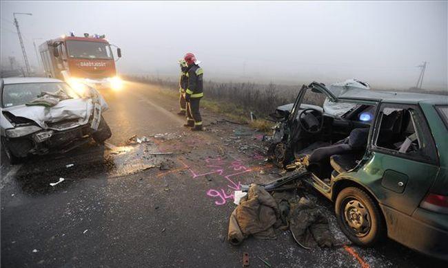 Itt vannak a képek a súlyos balesetről, gyerek is megsérült