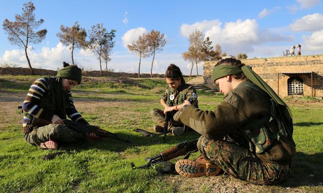 Ágyúval támadtak a törökök Szíriában