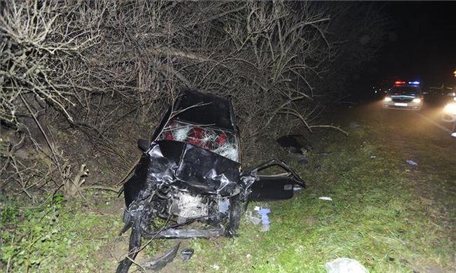 Ilyen csúnyán összetört az autó a halálos balesetnél